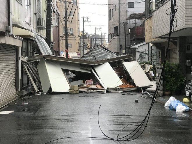 Тайфун в Японии парализовал …