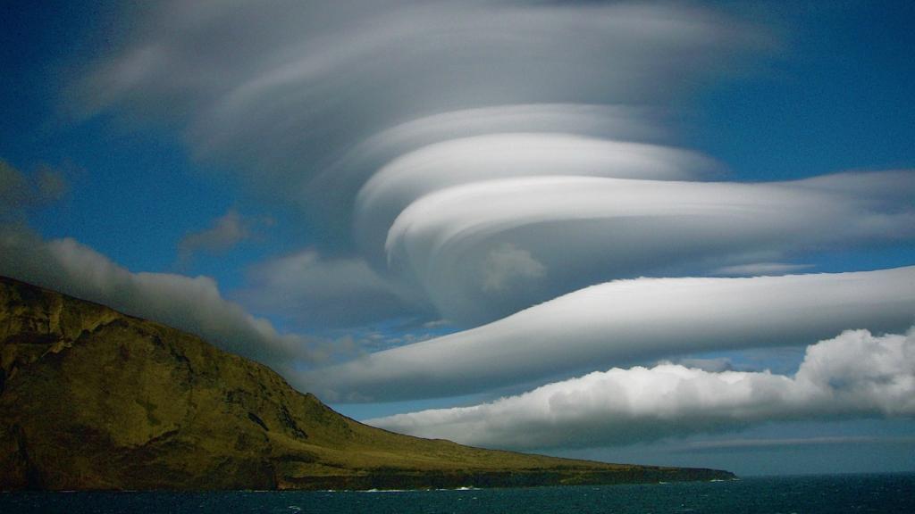Лентикулярные облака