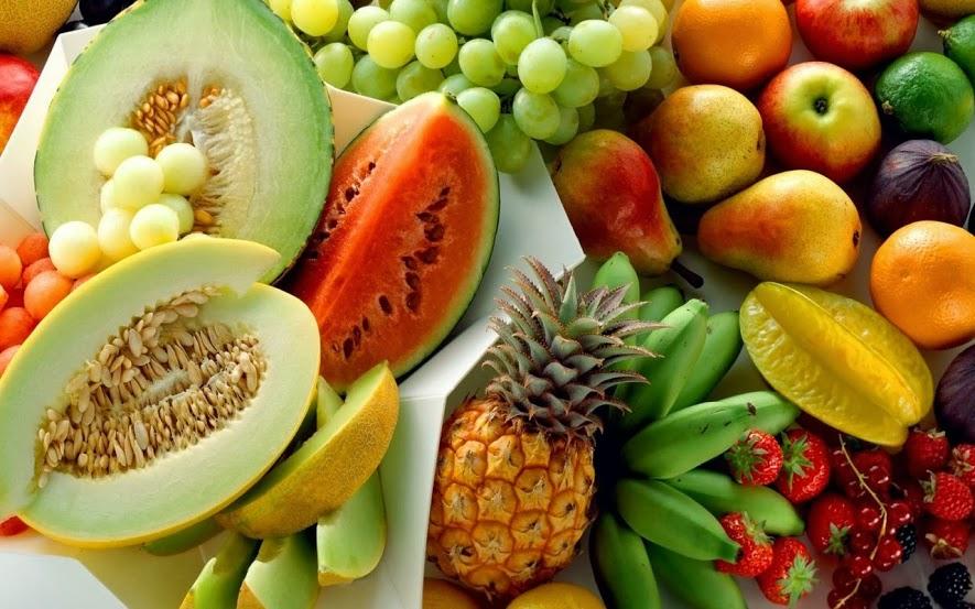 """Один маленький мальчик сделал совершенно четкое определение овощей и фруктов. Он решил, что """"фрукты"""" – это то, что вкусно, а овощи – то, что полезно""""."""