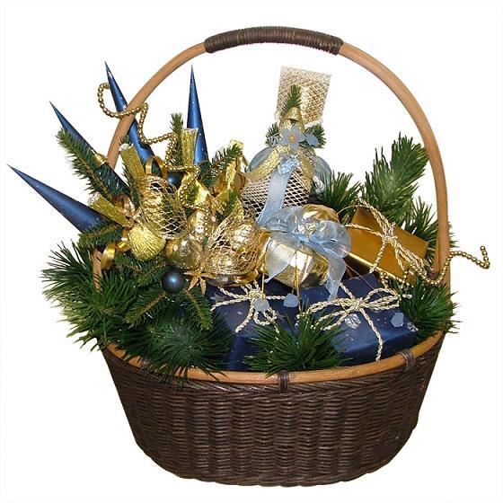 Корзина с подарками на новый год своими