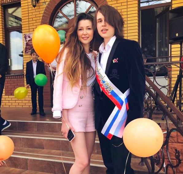 Актриса Анастасия Заворотнюк поздравила сына с выпускным