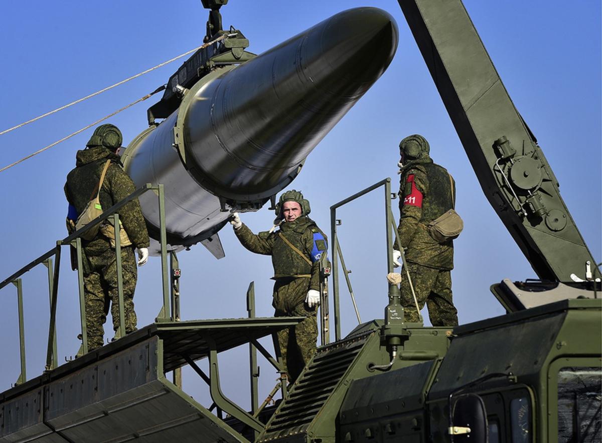 Американский журнал: Россия превзошла США по мощи ракетных систем, в общевойсковом бою и кибервойнах
