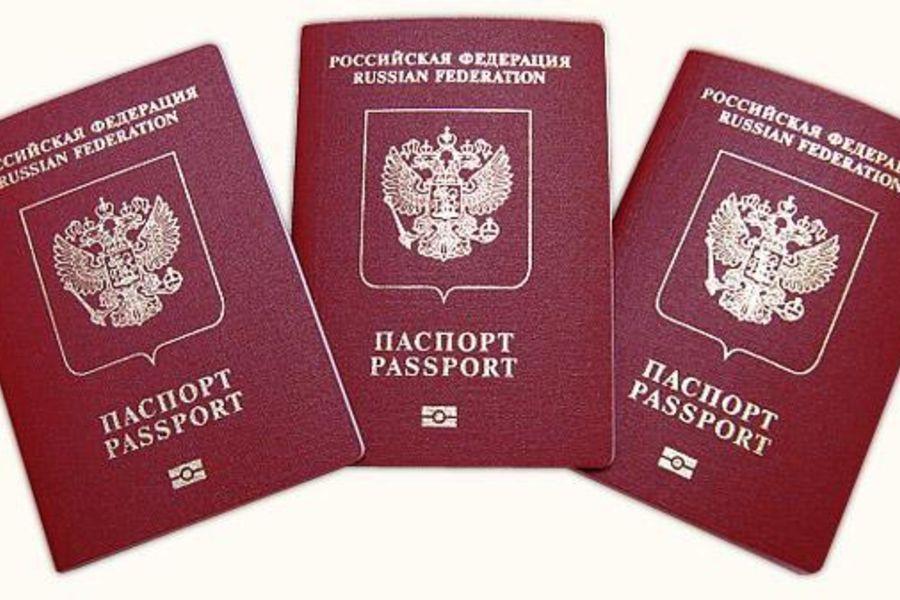 Россиянам могут разрешить оформлять два загранпаспорта