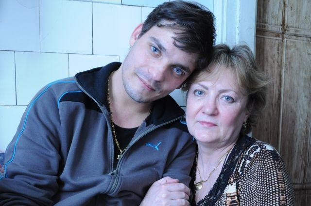 Теперь вместе — считавшийся умершим сын через 28 лет нашёл своих родителей