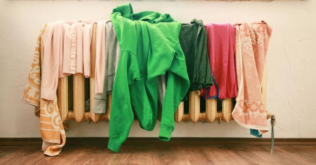 Почему нельзя сушить постиранное белье в комнате и чем это чревато для нашего здоровья