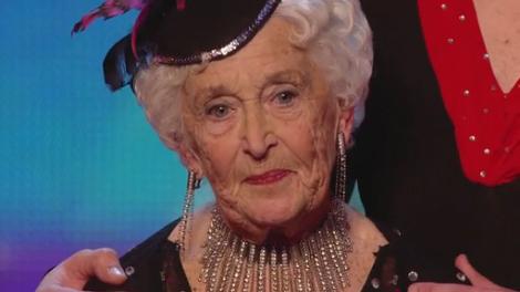 Эффектная сальса от 80-летней англичанки