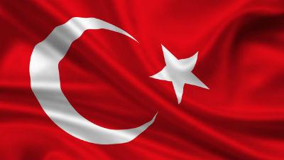 В Ульяновске с пивзавода Efes сорвали турецкий флаг и закидали его яйцами