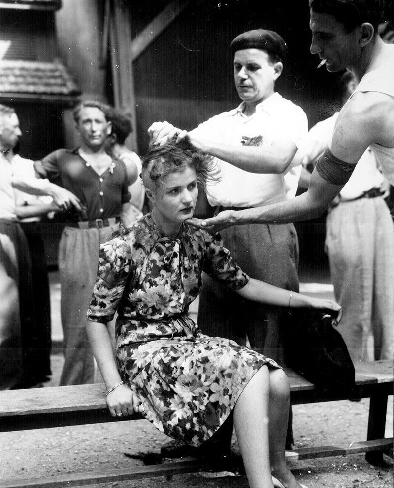 Фашисты осматривают девушек 1 фотография