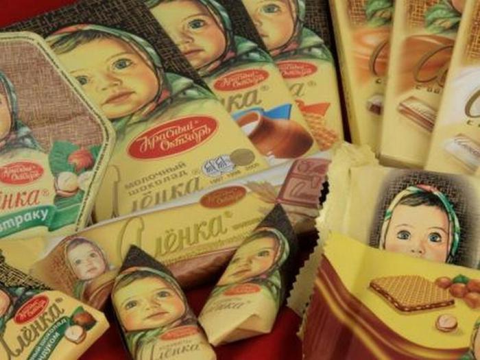 Узнай, что случилось с девочкой с обертки шоколада «Аленка». Там на целый детектив тянет!