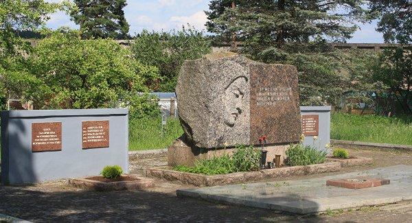 Псковские студенты обустраивают советские военные захоронения вЛитве