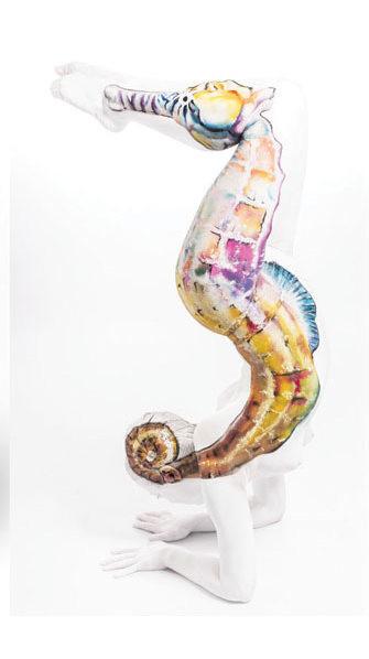 11. Морской конёк боди-арт, художник, человек-змея