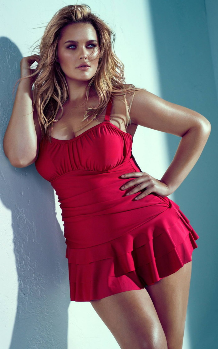 Ава Адамс - зрелая и роскошная порнозвезда жанра MILF. Большие дойки Авы Адамс любят мужчины со всего мира