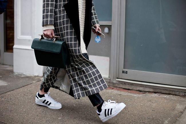 Авангардная классика: как сочетать кроссовки с классическими вещами