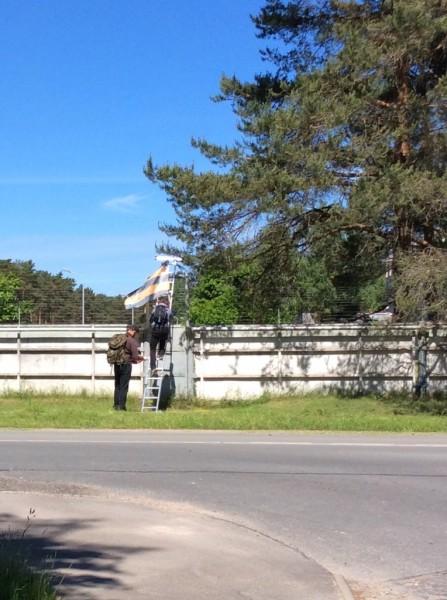 Над базой НАТО в Прибалтике поднят георгиевский флаг