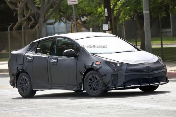 Toyota покажет новое поколение Prius 8 сентября