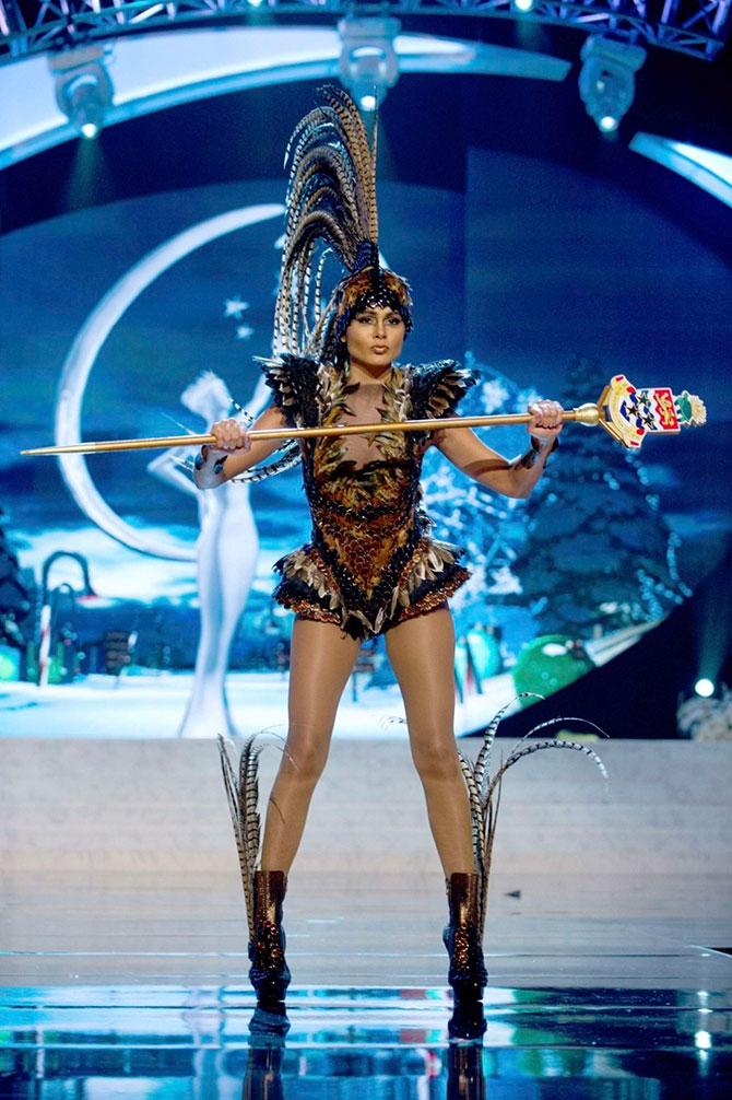 Участницы «Мисс Вселенная 2012» в национальных костюмах