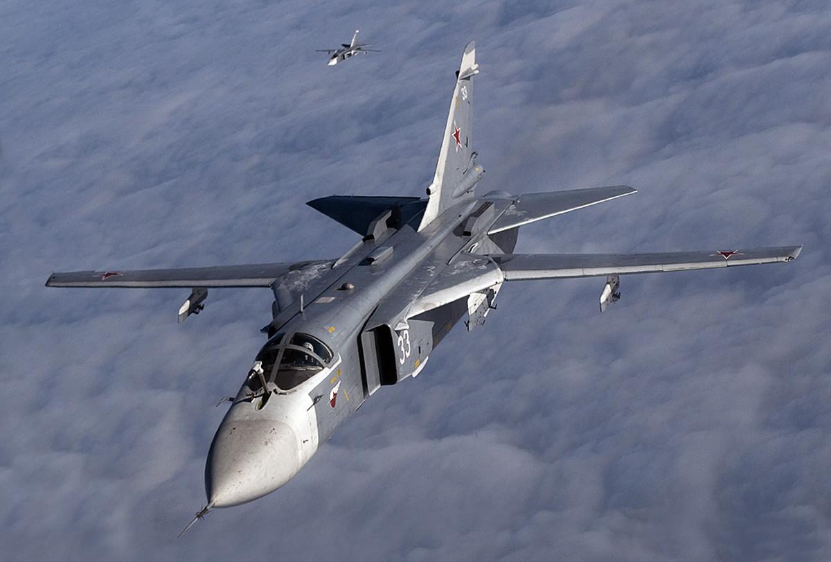 Российские Су-24 вынудили эсминец США отойти в нейтральные воды Чёрного моря
