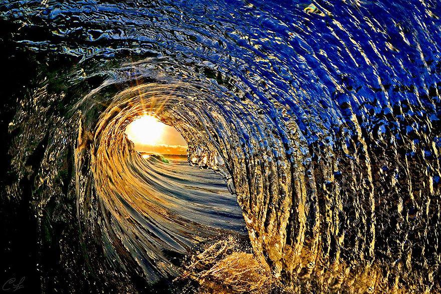 20 волшебных снимков разбивающихся волн, от которых отвисает челюсть