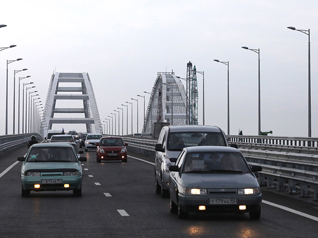 По мосту через Керченский пролив проехал первый миллион машин