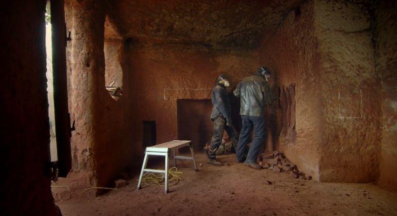 Дом в пещере, которой больше 200 млн. лет
