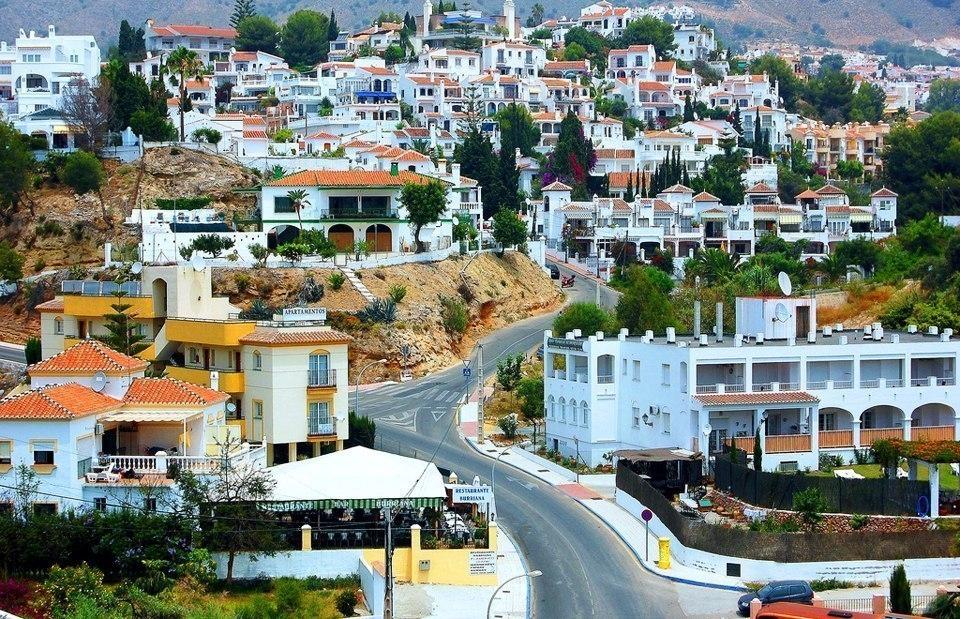 Сказочный городок Нерха в Испании