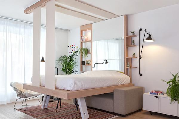 Где спрятать большую кровать в маленькой комнате