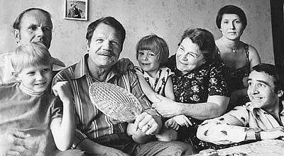 10. Пуговкин с семьёй история, факты