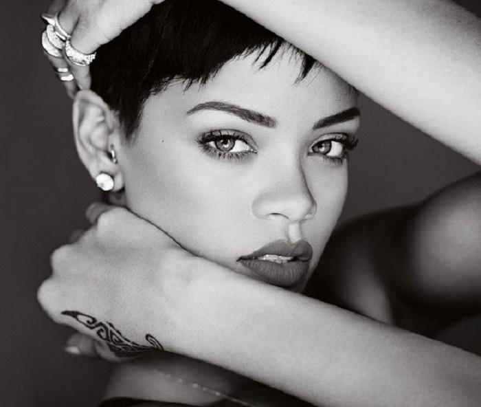 Барбадосская артистка, певица и автор песен, фотомодель, обладательница огромного количества наград в индустрии музыки и шоубиза.