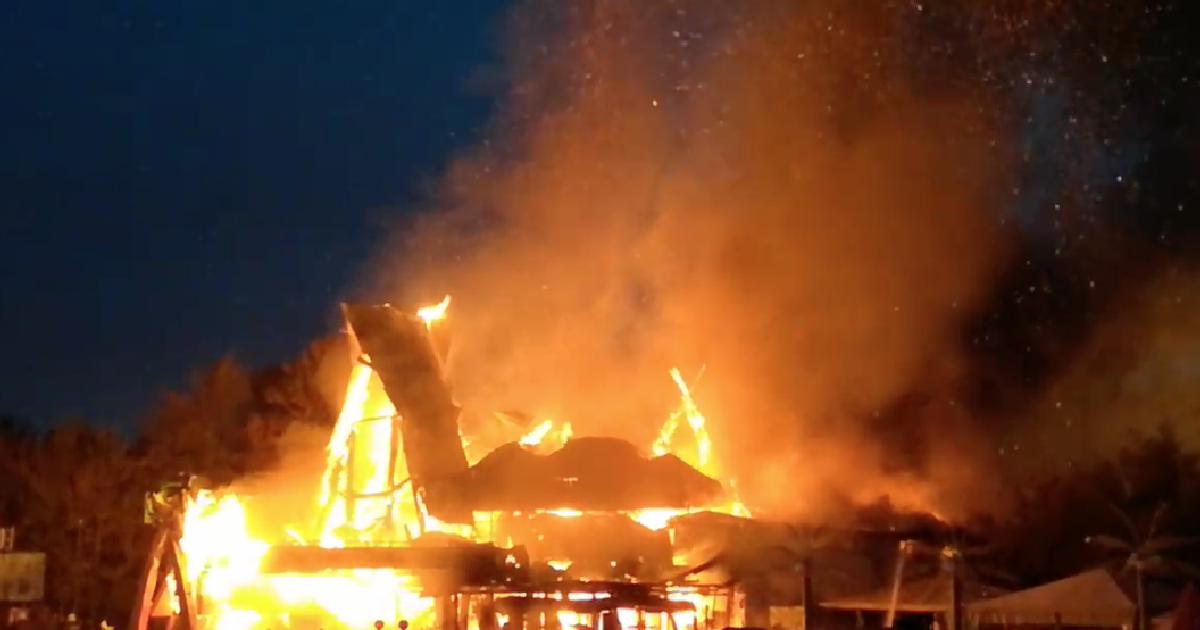 В Москве на МКАД сгорел ресторан.