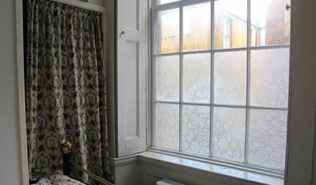 Кружева на окнах: красивый способ избавиться от навязчивых взглядов с улицы