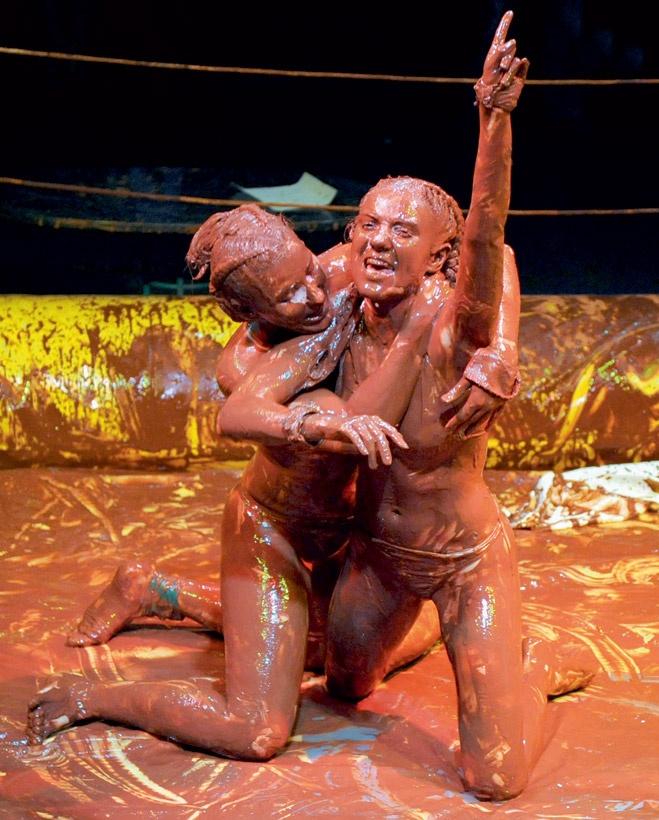 Девки дерутся в грязи фото фото 138-479