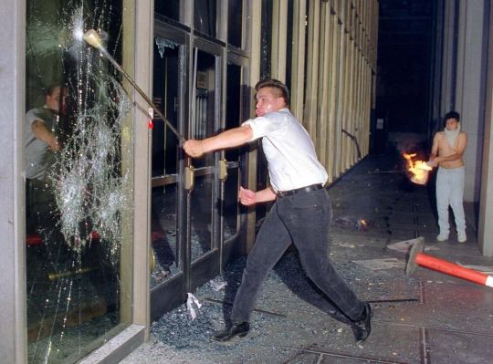 """23 года назад в Лос-Анджелесе вспыхнула первая в мире """"цветная"""" революция"""