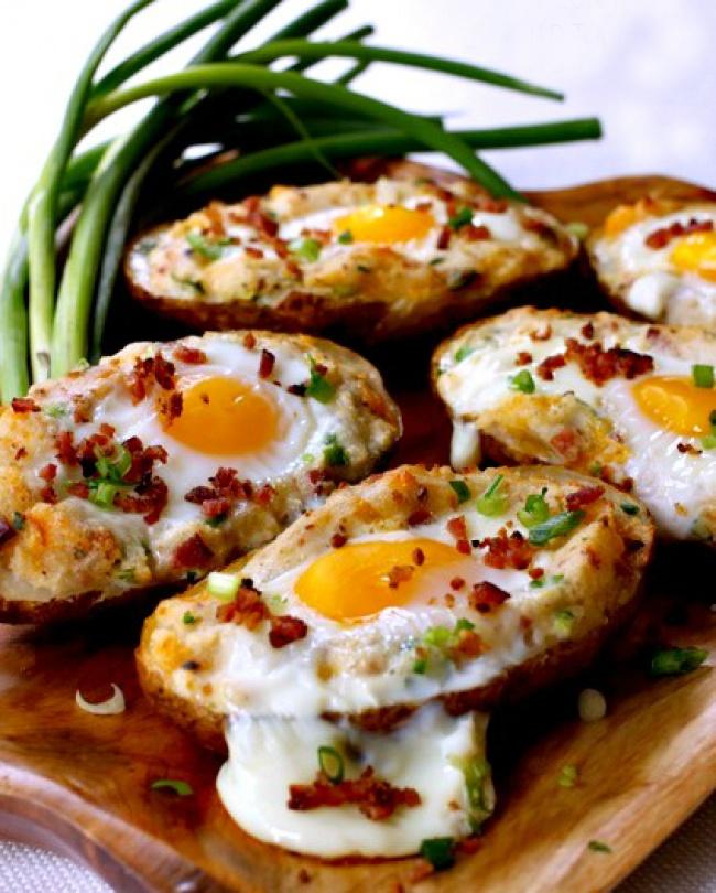 Яйца, запеченные в картофельных шкурках
