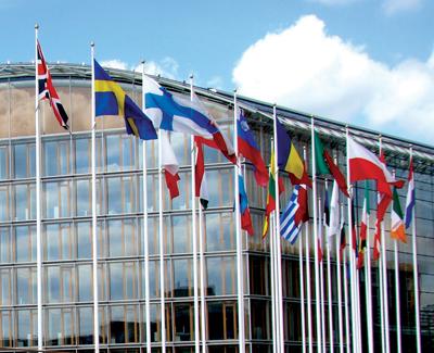 """""""Сбербанк"""" и EIB подписали соглашение, направленное на дальнейшее развитие """"дочек"""" российского банка"""