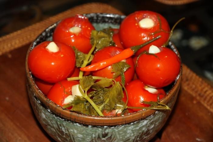 Вкусные зимние заготовки: помидоры с медом