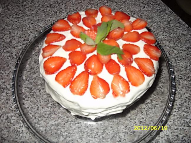 Тортик летний (по мотивам рецептов нашего сайта)