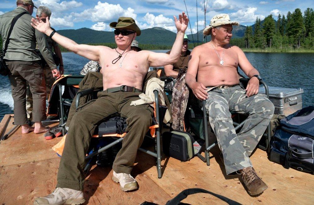 Молодые люди: В Минздраве убеждены, что россиян в 60 лет можно назвать пожилыми лишь условно