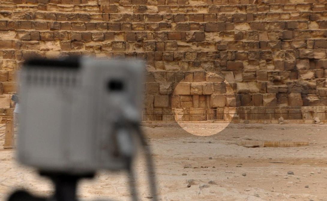 Технология, использованная археологами, до сего момента оставалась засекреченной. Ученые опасались, что она могла заинтересовать черных археологов, которые охотятся за спрятанными в некоторых пирамидах сокровищами.