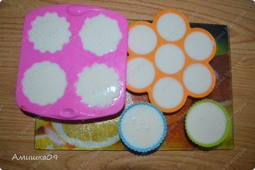 114.43 ккал на 100 г Ингредиенты: Кефир (любой жирности) — 2 стакана ( можно использовать ряженку, снежок, тогда вообще не нужно будет мед добавлять) мед - 2-3 ст. л. Ванильный сахар — 1 пакетик Желатин — 1 ст. ложка фото 5