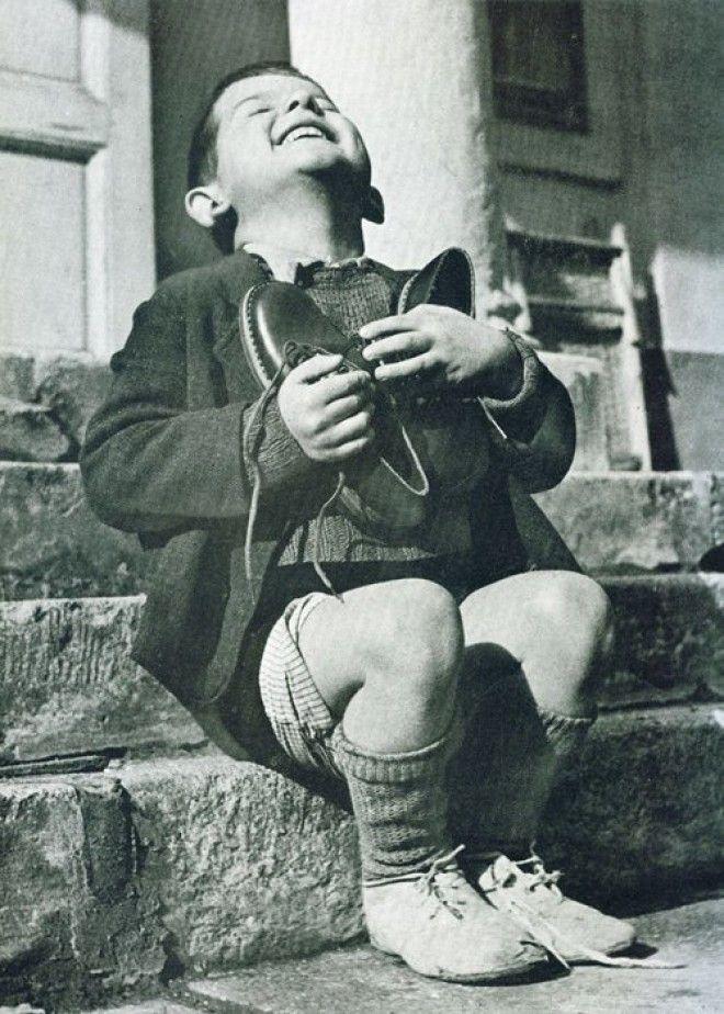 8 Австрийский мальчик получил новую пару обуви Вторая Мировая Война война история память