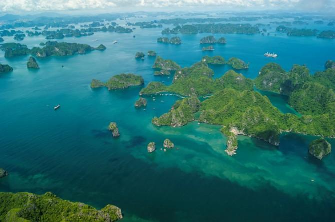 Пейзажи Халонг — одной из самых красивых бухт мира
