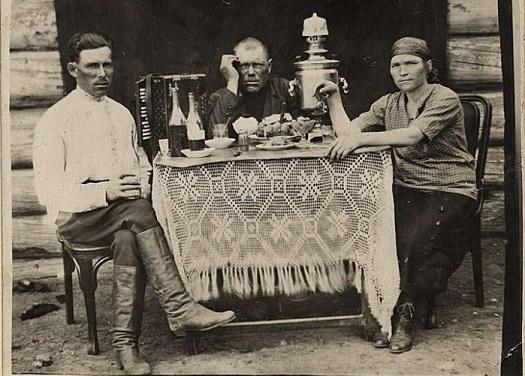 Когда на Руси стали пить водку