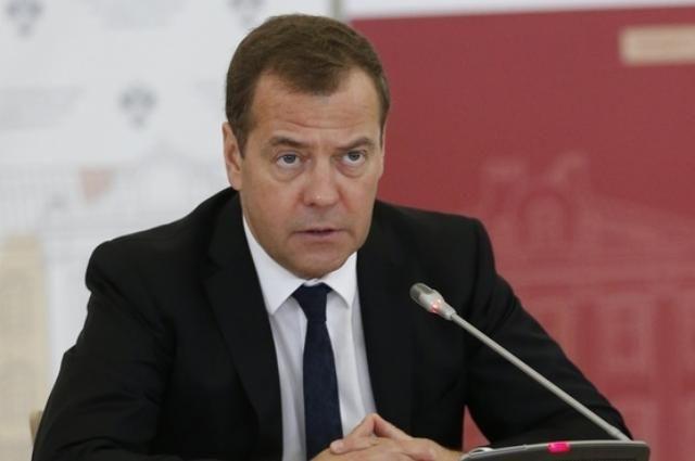 Медведев: под контрсанкции России попадут сотни украинцев