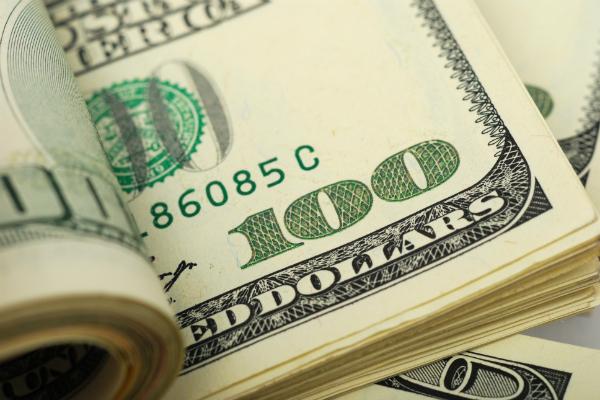 Официальный курс доллара превысил 69 рублей