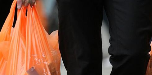 Франция отказалась от пластиковых пакетов, очередь за Россией