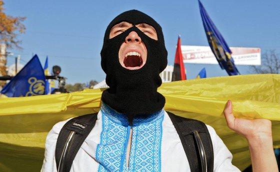Слезы товарища небрата: Украинцев бросил весь мир