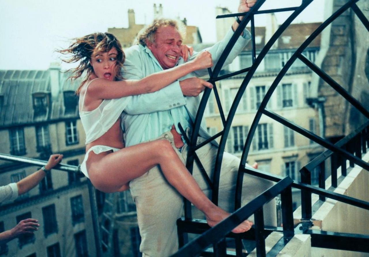 """Кадры из фильма """"налево от лифта"""" (1988)."""