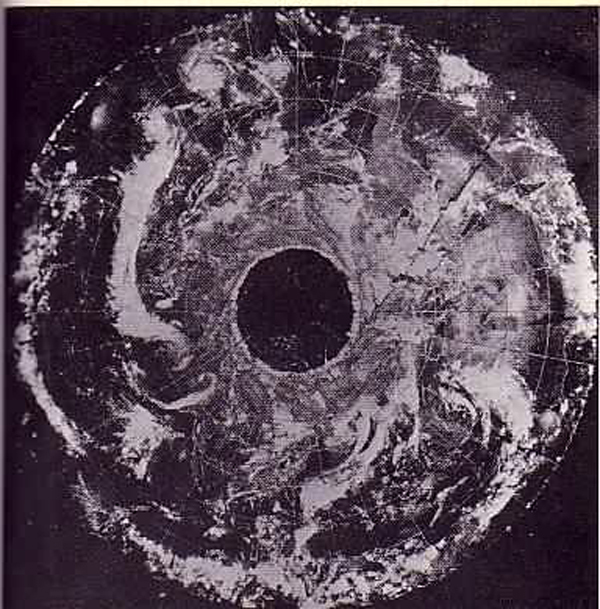 В 1968 году американский метеорологический спутник «Эсса-7» передал на Землю странные снимки Северного полюса.