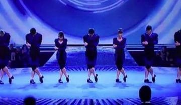 Когда танцоры поднялись на сцену, судьи отнеслись к ним скептически