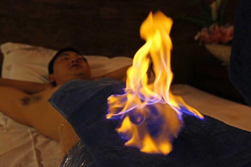 Экзотический массаж — питоном, слоном, огнем и ножом